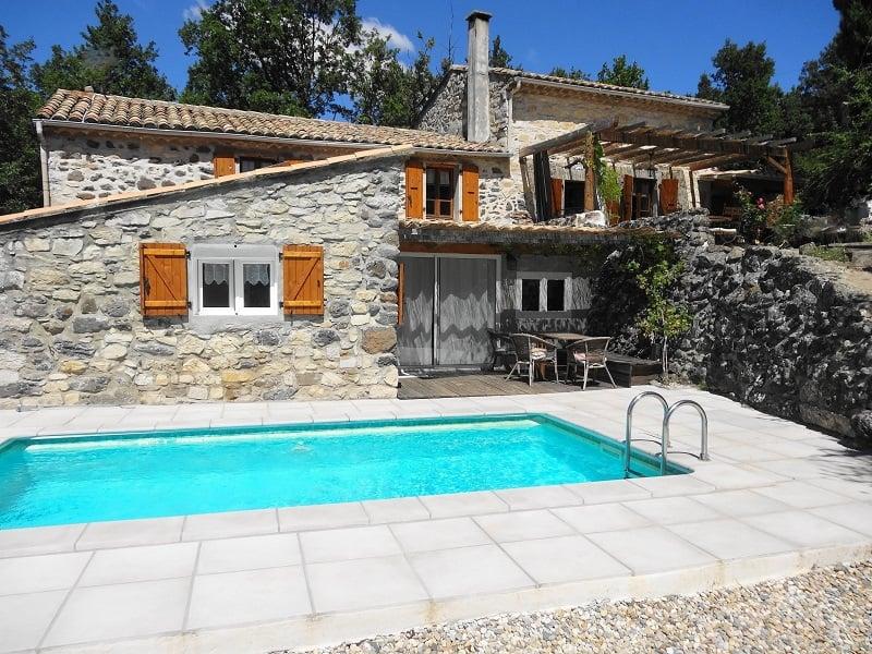 Gite de caractère en Ardèche du sud avec piscine chauffée